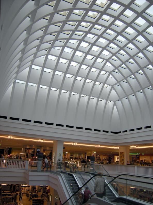 Le dôme de l'espace central de Galleria Kaufhaus