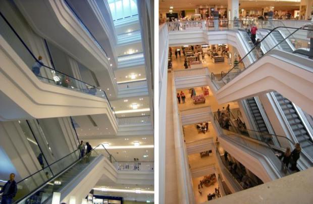 Les escalators sous le dôme sont un element d'interet...