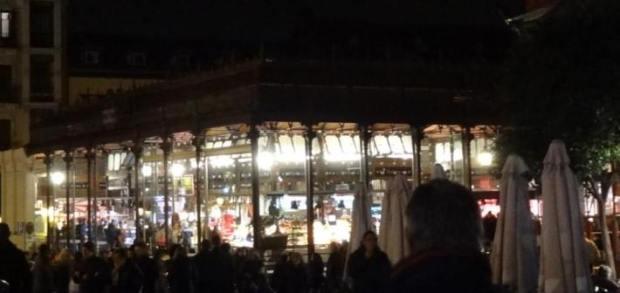 Vue nocturne du Mercado de San Miguel