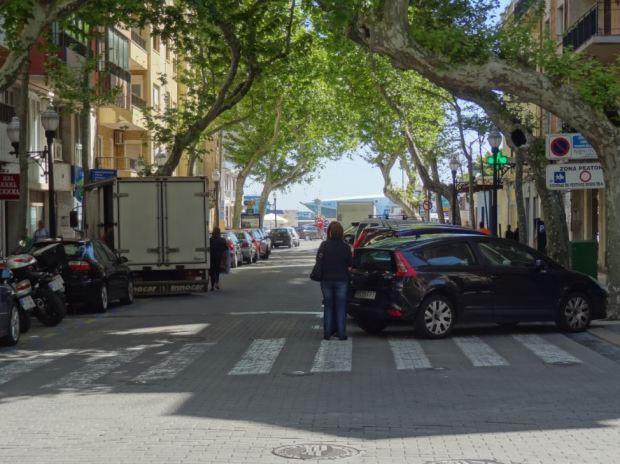Vue vers le port avec les voitures