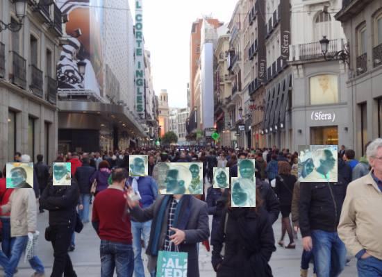 Des pietons sur la calle Preciados, a Madrid