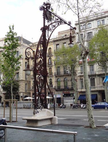 Mobilier dans le tronçon le plus Gaudi
