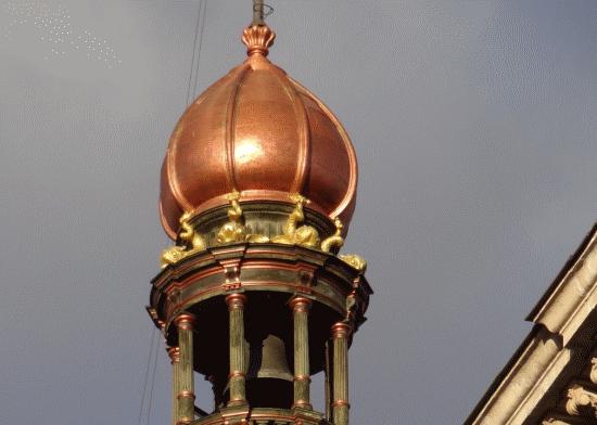 Un detail sur la Calle de Alcalá. Clocher ornamental sur un ancien siege bancaire