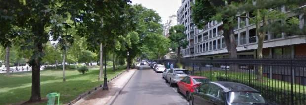 Les contre-allées. Dificile de voir la façade opposée comme partie d'une même rue.