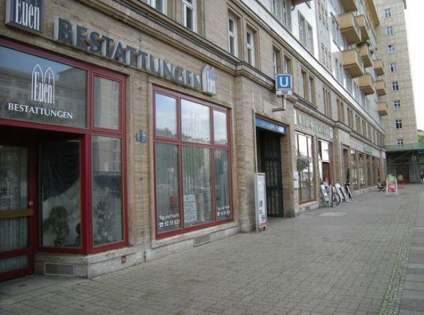 Au pied des immeubles de Karl-Marx Allée