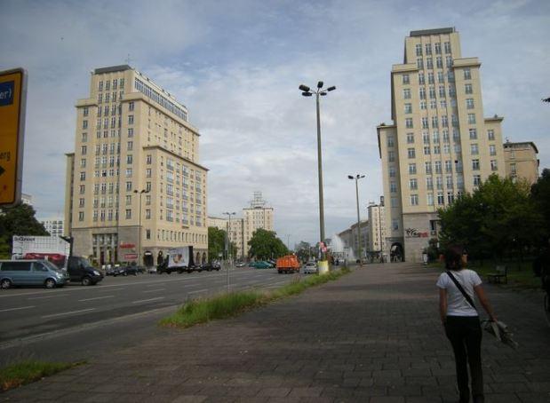 L'arrivée a Straussberg Platz
