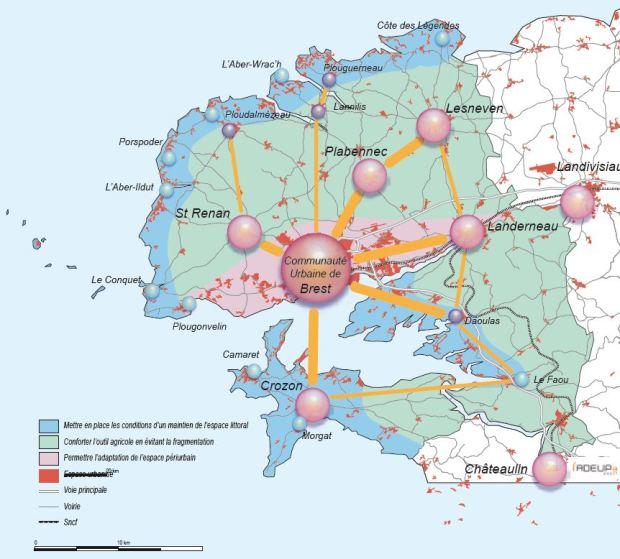 Modele de territoire pour Brest: une importance particuliere est accordée a la conservation des atouts naturels de la bande cotiere et des zones agricoles tradittionelles. La croissance urbaine doit suivre une serie de regles, la croissance de grande echelle etant orientée en priorité vers la rive nord de la rade, autour de la ville principale.