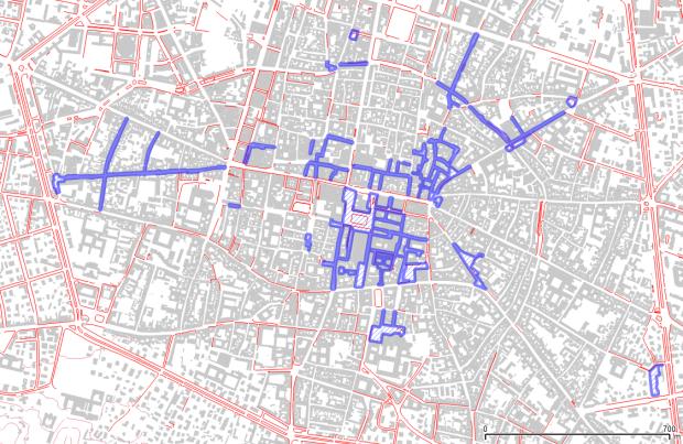 Centre de Bologne (cartographie ouverte municipale). Rouge: trottoirs. Bleu: rues pietonnes