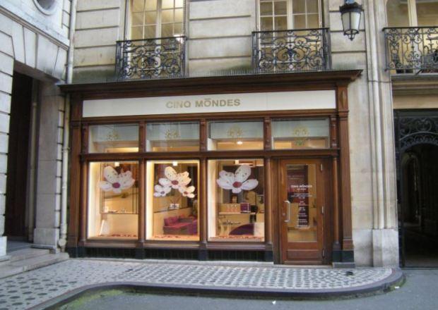 Un magasin de produits de beauté pres du passage de l'Olympia, a Paris