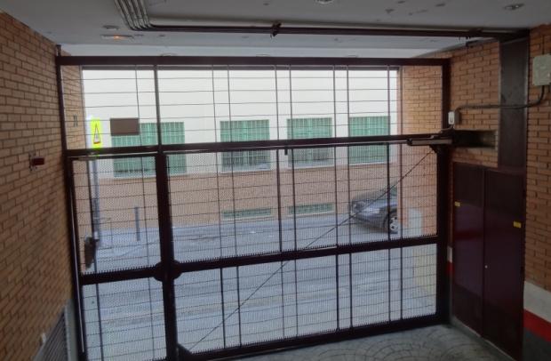 Une porte cochère contemporaine en Espagne